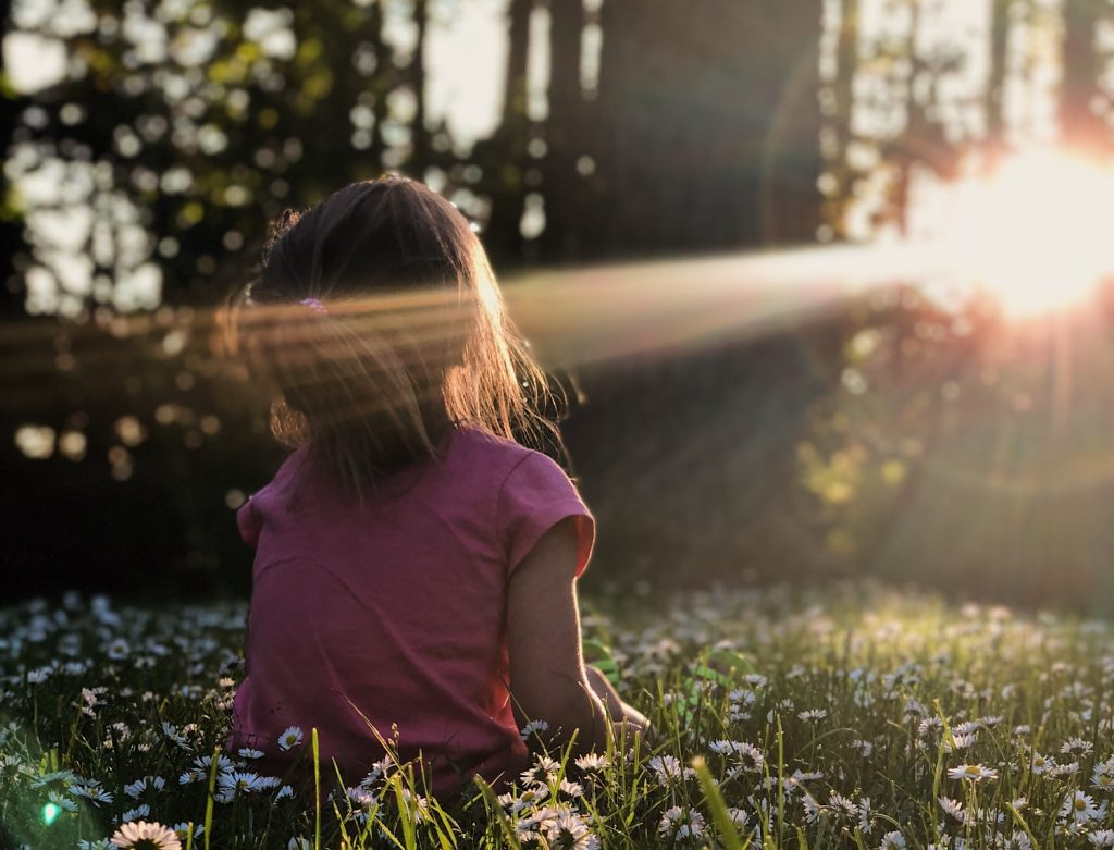 petite fille au soleil
